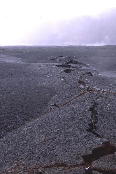 Ride de pression observée sur une coulée de lave à Hawaï