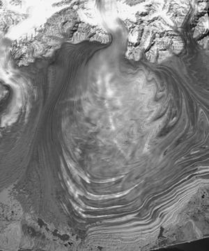 Vue satellitale verticale du glacier Malaspina en Alaska