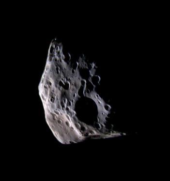 Épiméthée (L = 116km), satellite de Saturne, survolé le 30 mars 2005 par Cassini