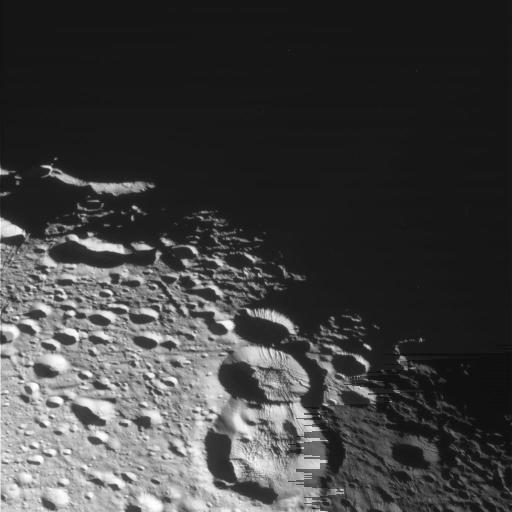 Détail de cratères d'impact sur Encelade