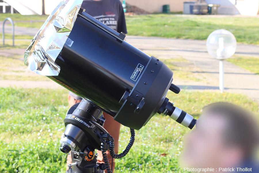 Observation à l'oculaire d'un télescope Celestron C8 muni d'un filtre AstrosolarTM
