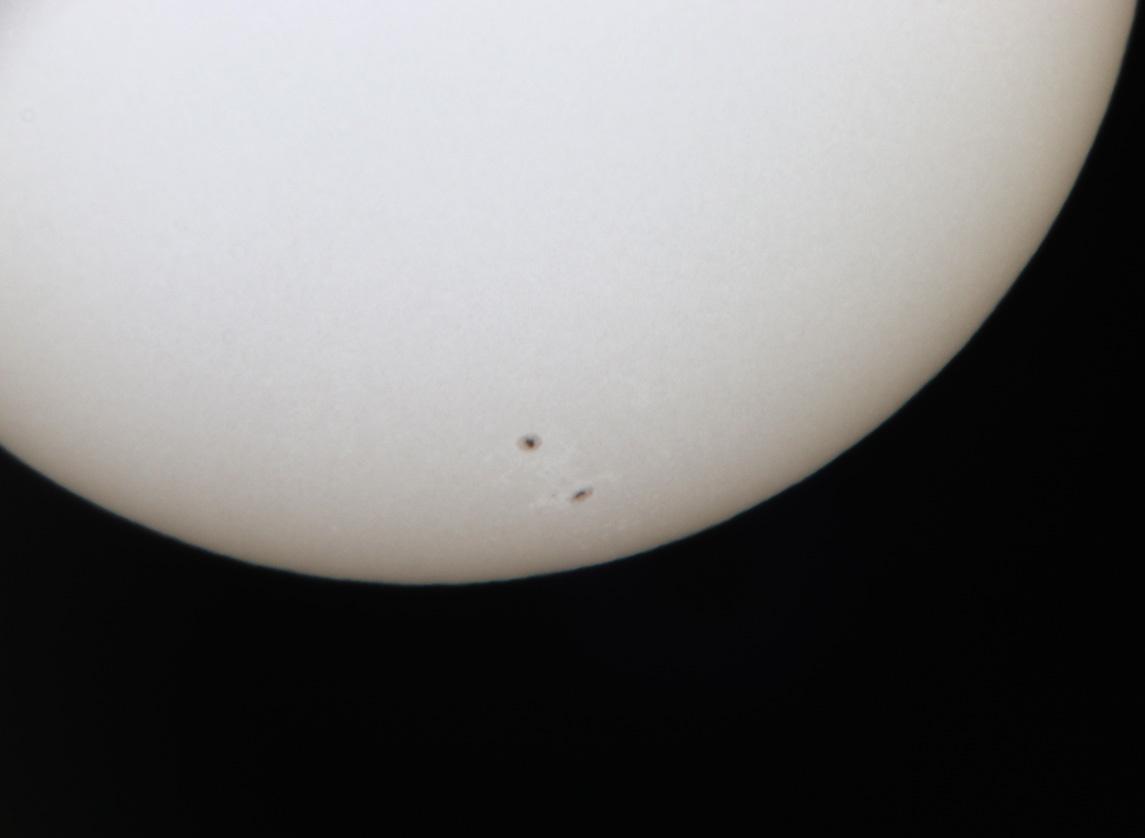 Image du Soleil visible à l'oculaire d'un télescope Celestron C8 muni d'un filtre AstrosolarTM
