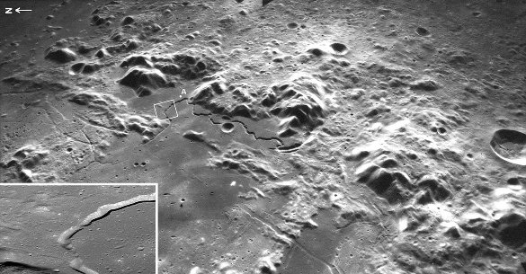 Rima Hadley (= Hadley rille = sillon Hadley), un tunnel de lave lunaire effondré très sinueux