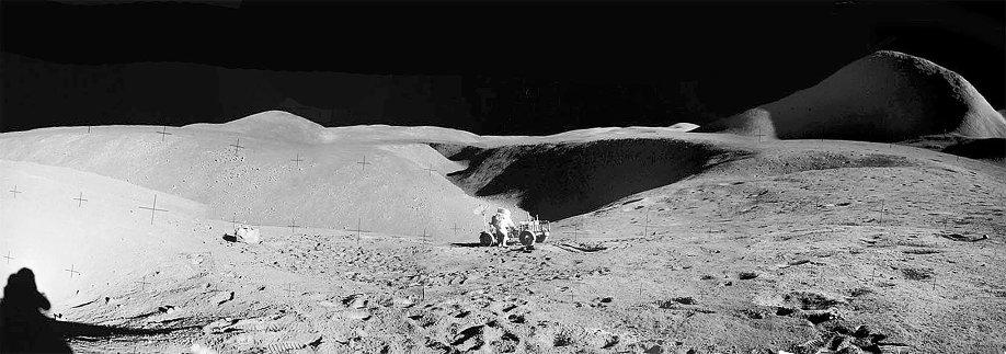 L'astronaute Dave Scott sur les bords du sillon Hadley, mission lunaire Apollo15