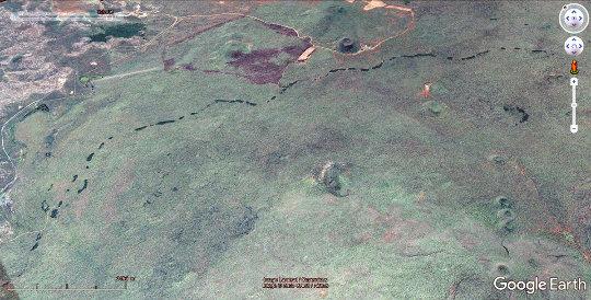 Un équivalent terrestre australien du chapelet de lucarnes martiennes de la figure 11