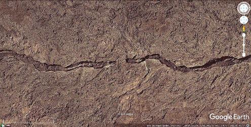 Vue rapprochée verticale d'un équivalent terrestre (iles Canaries) du petit sillon martien
