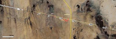 Trajectoire de la chute de l'astéroïde 2008 TC3 et localisation des fragments retrouvés (en rouge)