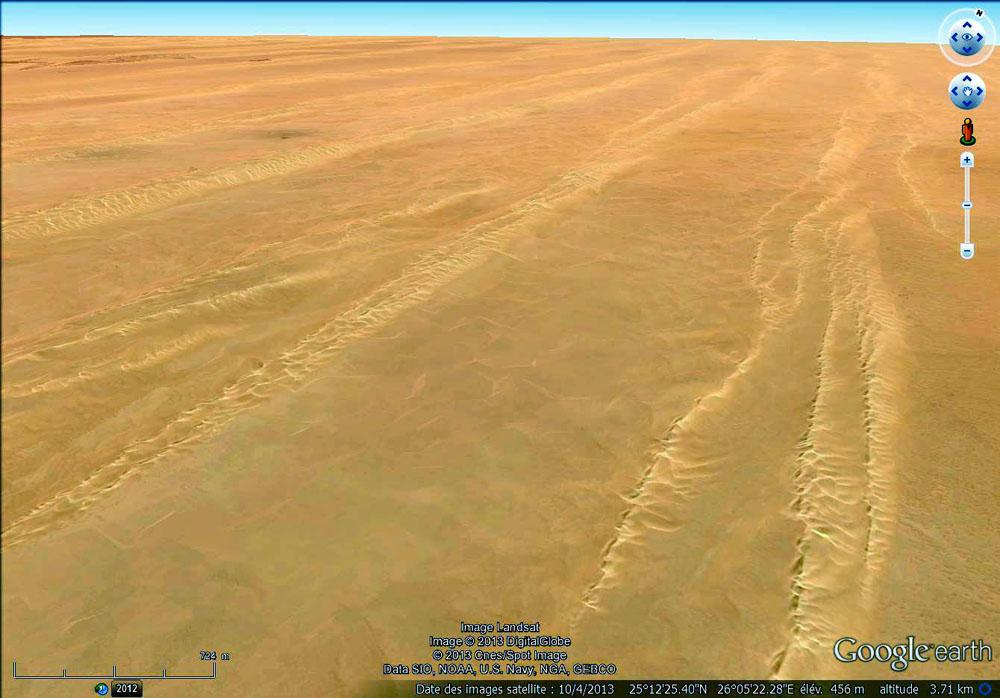 Paysage dunaire caractéristique du désert libyque
