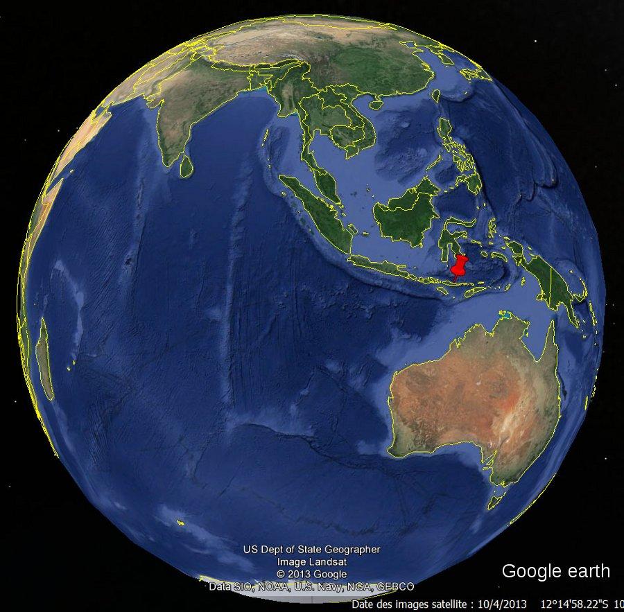 Localisation de l'ile de Palu'e (punaise rouge), en Indonésie, archipel situé près des frontières de quatre plaques