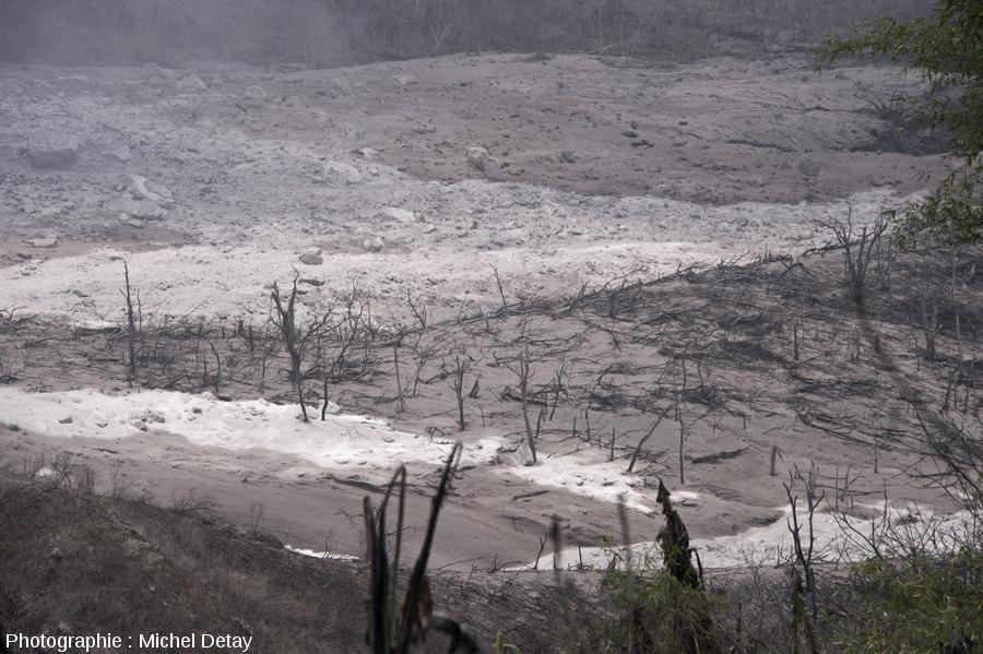 Le fond de la vallée principale, recouvert des dépôts laissés par le passage de CDP