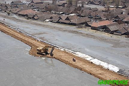 Les digues, remparts contre la boue?