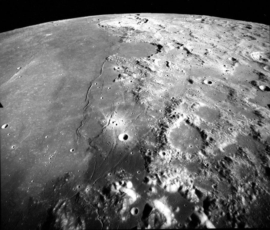 La Mer de la Sérénité (Mare Serenitatis) à la surface de la Lune