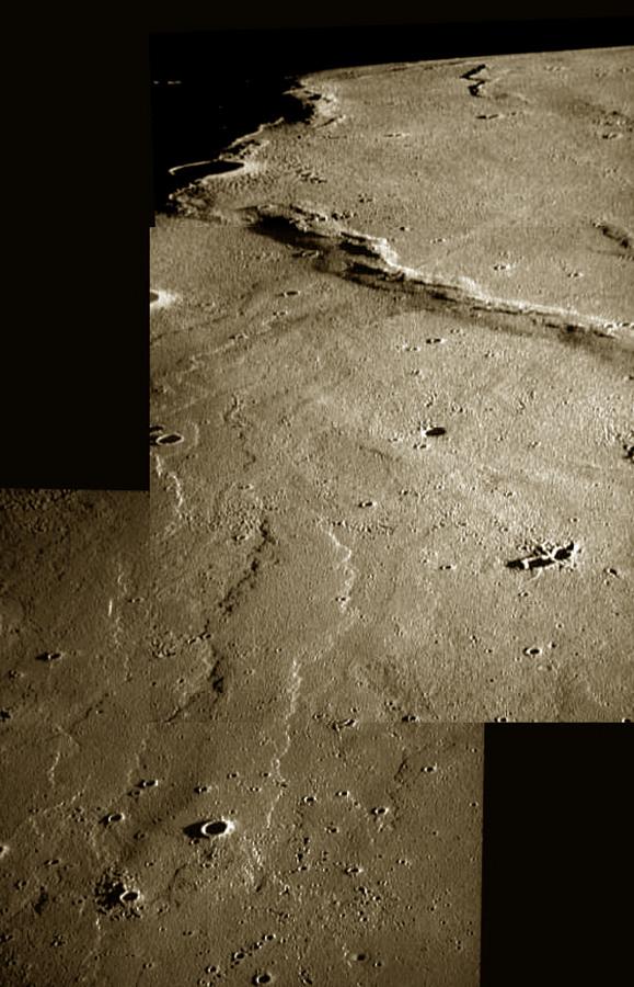 Coulées de lave lunaire près des Monts La Hire, à l'Ouest de la mer des Pluies (Mare Imbrium), avec leur morphologie caractéristique