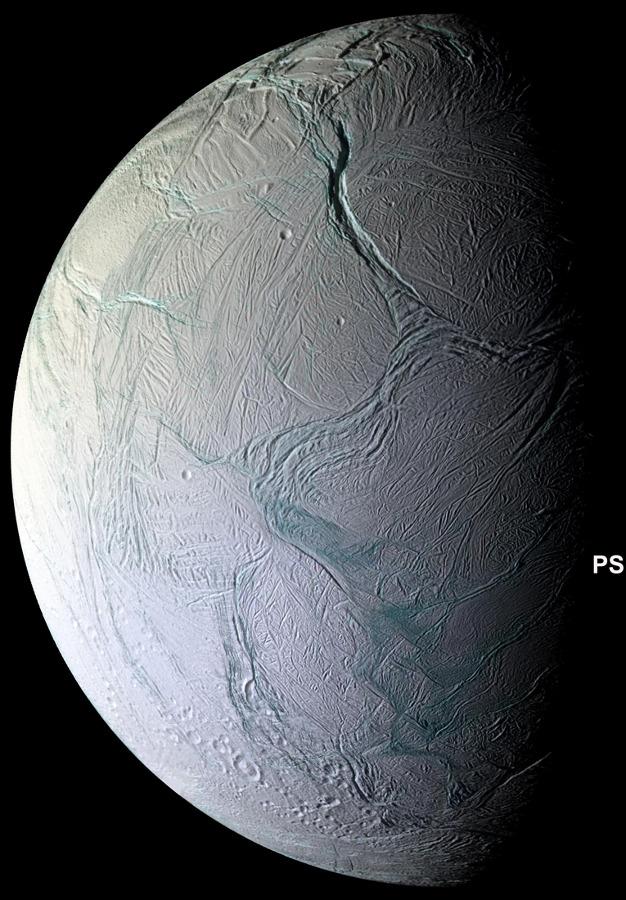 Encelade, vue générale de ce petit satellite de Saturne, recouvert d'un manteau de glace