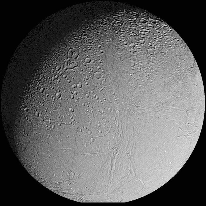 Encelade, satellite de Saturne (diamètre 500 km)