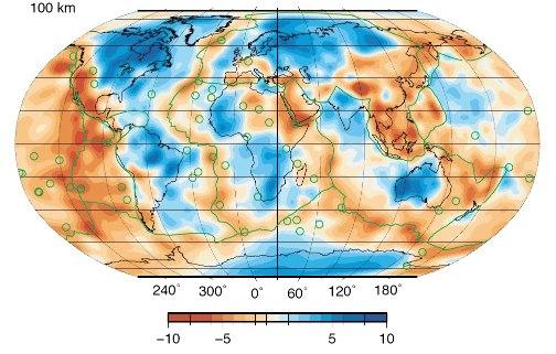 Carte des hétérogénéités de la vitesse des ondes de cisaillement au sommet du manteau (à 100km de profondeur)